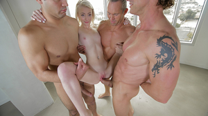 Blonde-haired spinner experiences sex with five partners